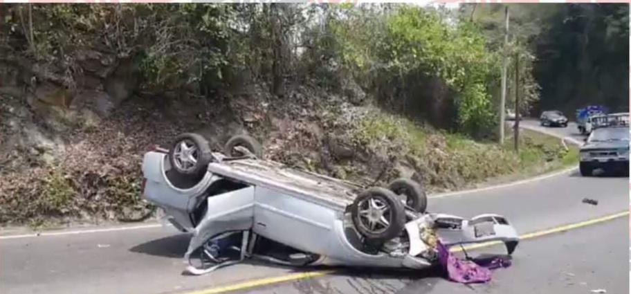 Familia sufre grave accidente en la carretera México-Tuxpan