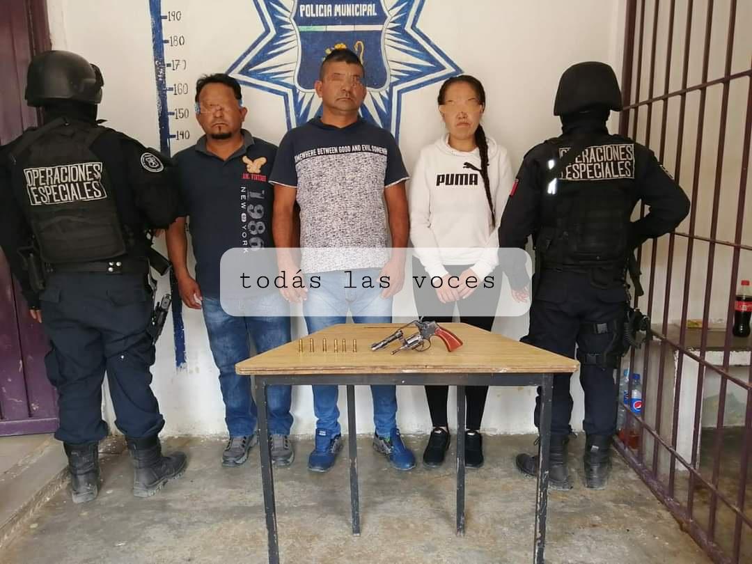 Detienen a sujetos fichados por diversos delitos en Huauchinango; viajaban con una pistola en su camioneta