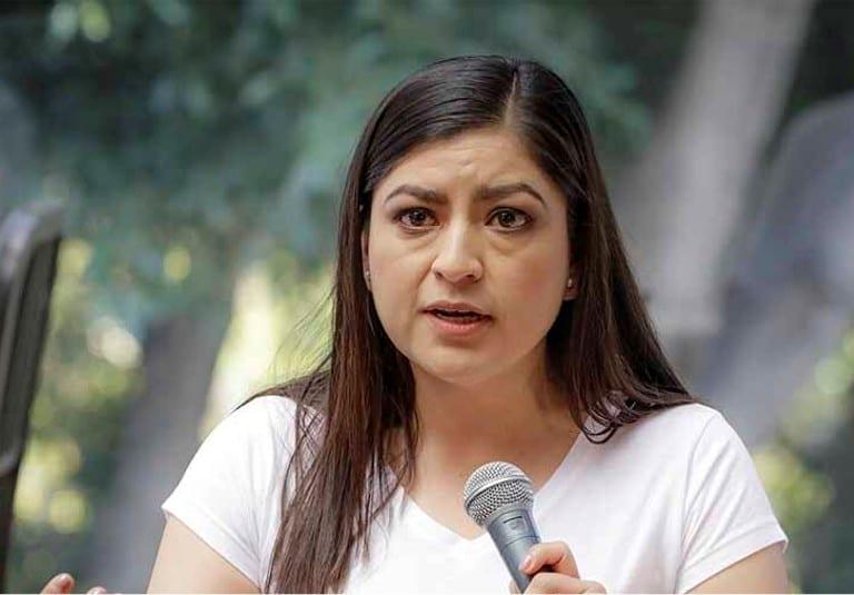 El tema de los ambulantes se tiene que trabajar de manera conjunta con el gobierno estatal, indicó Claudia Rivera Vivanco