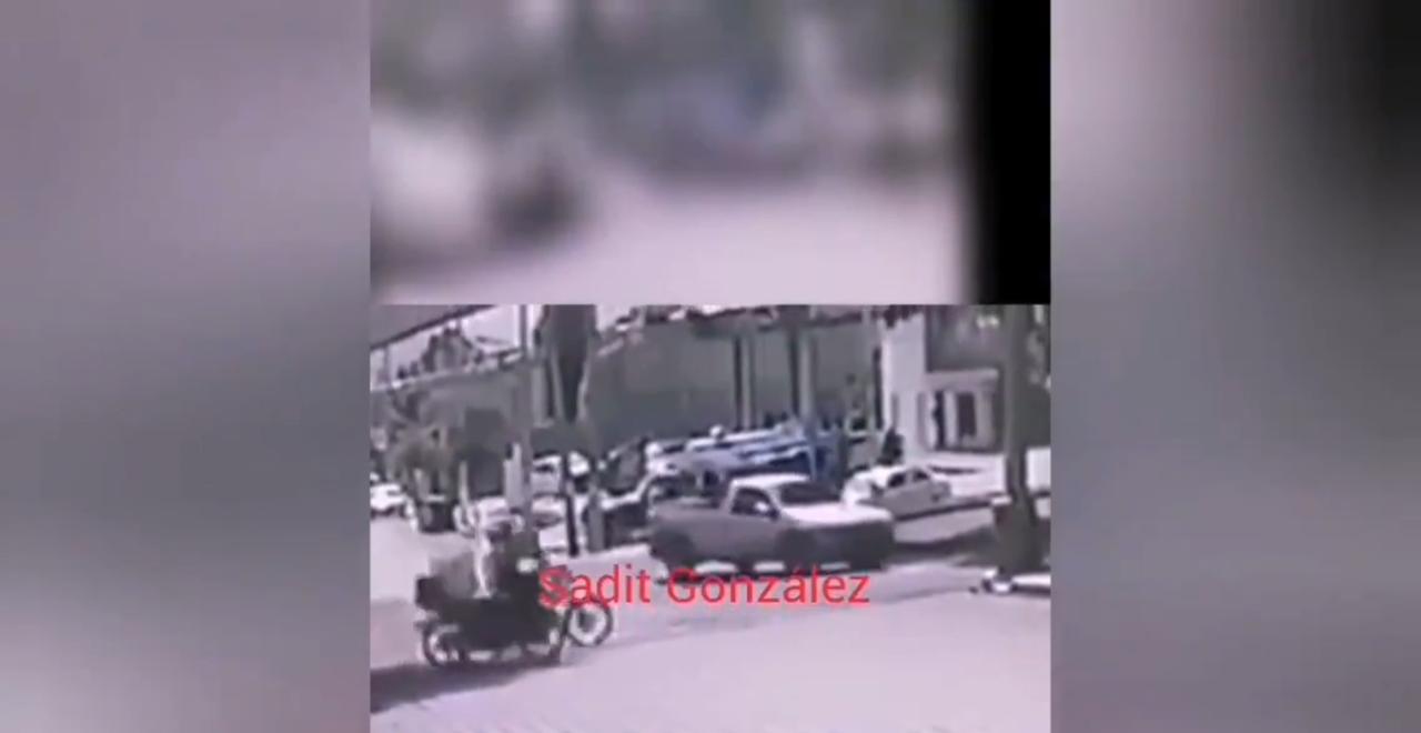 Un repartidor resultó gravemente lesionado después de ser embestido por una motocicleta