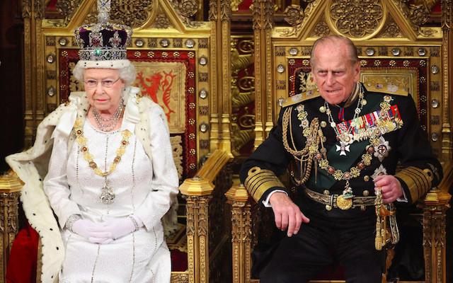 La reina Isabel II se despide del príncipe Felipe