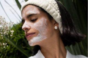 Cuidados de la piel: cómo afecta la primavera al pH de las pieles grasas