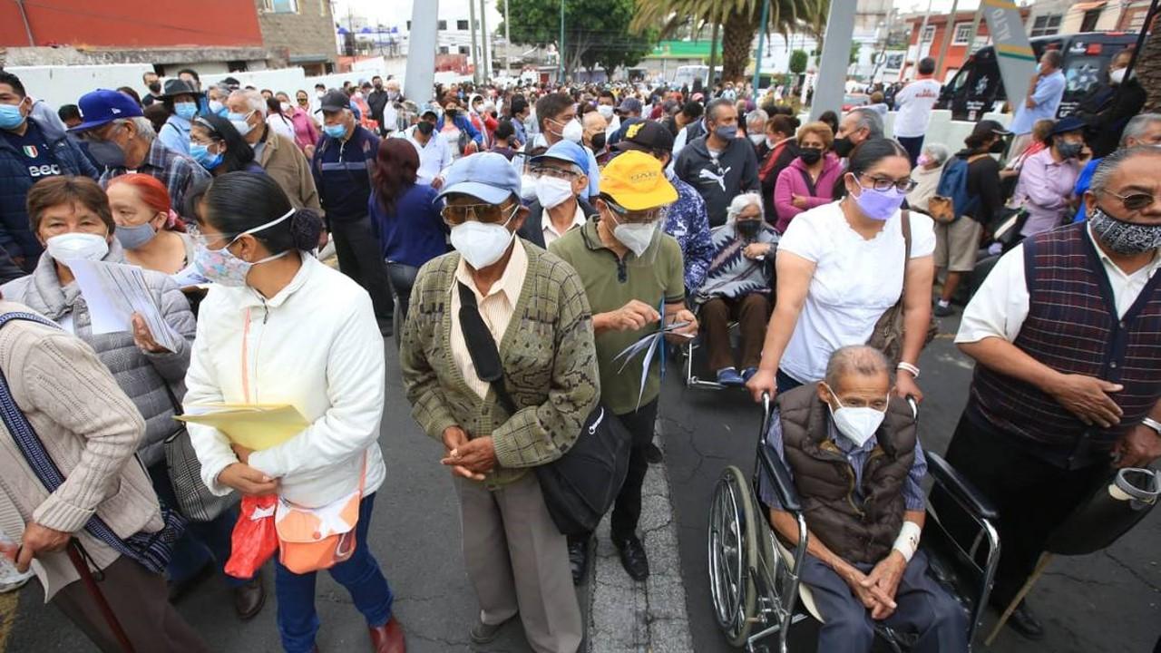 Jornada de vacunación genera decepción entre poblanos por desorganización entre la secretaría de Bienestar y la zona militar