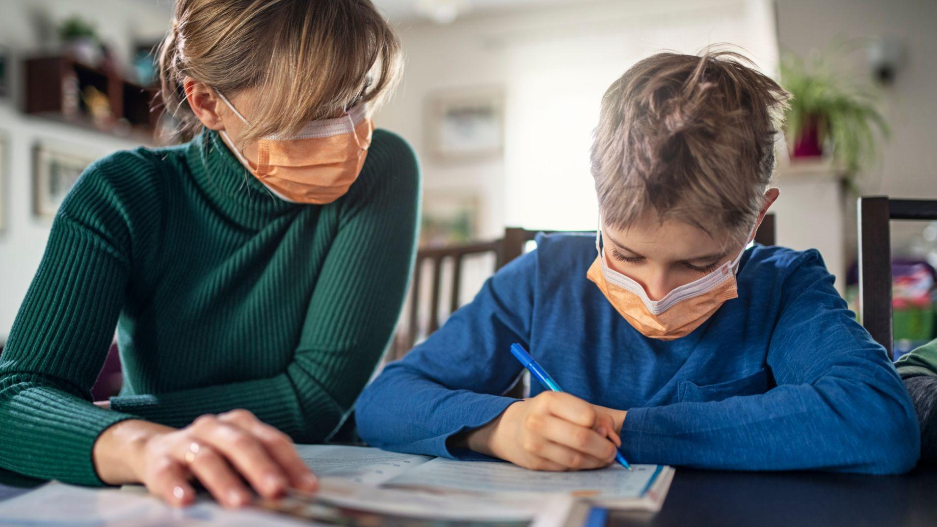 Una de cada 3 madres de familia apoyan en la educación de estudiantes durante la pandemia