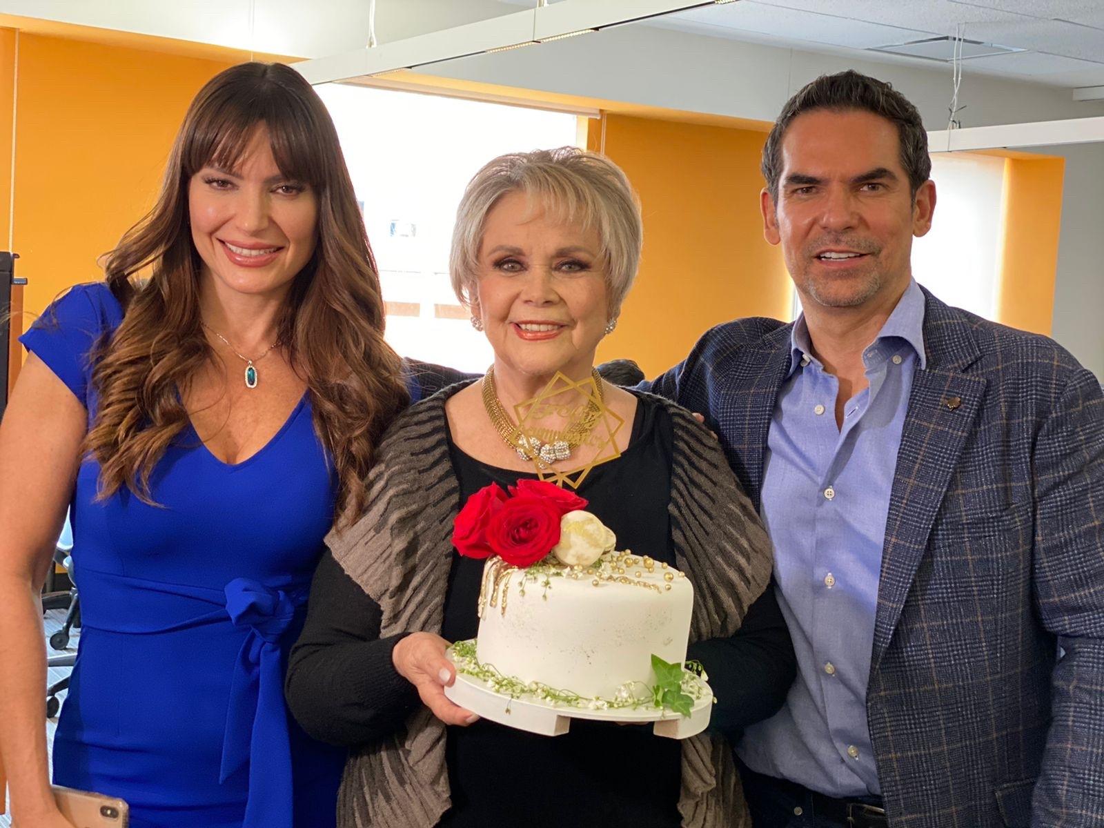 """En """"Diseñando tu amor"""" festejan cumpleaños a Norma Herrera"""