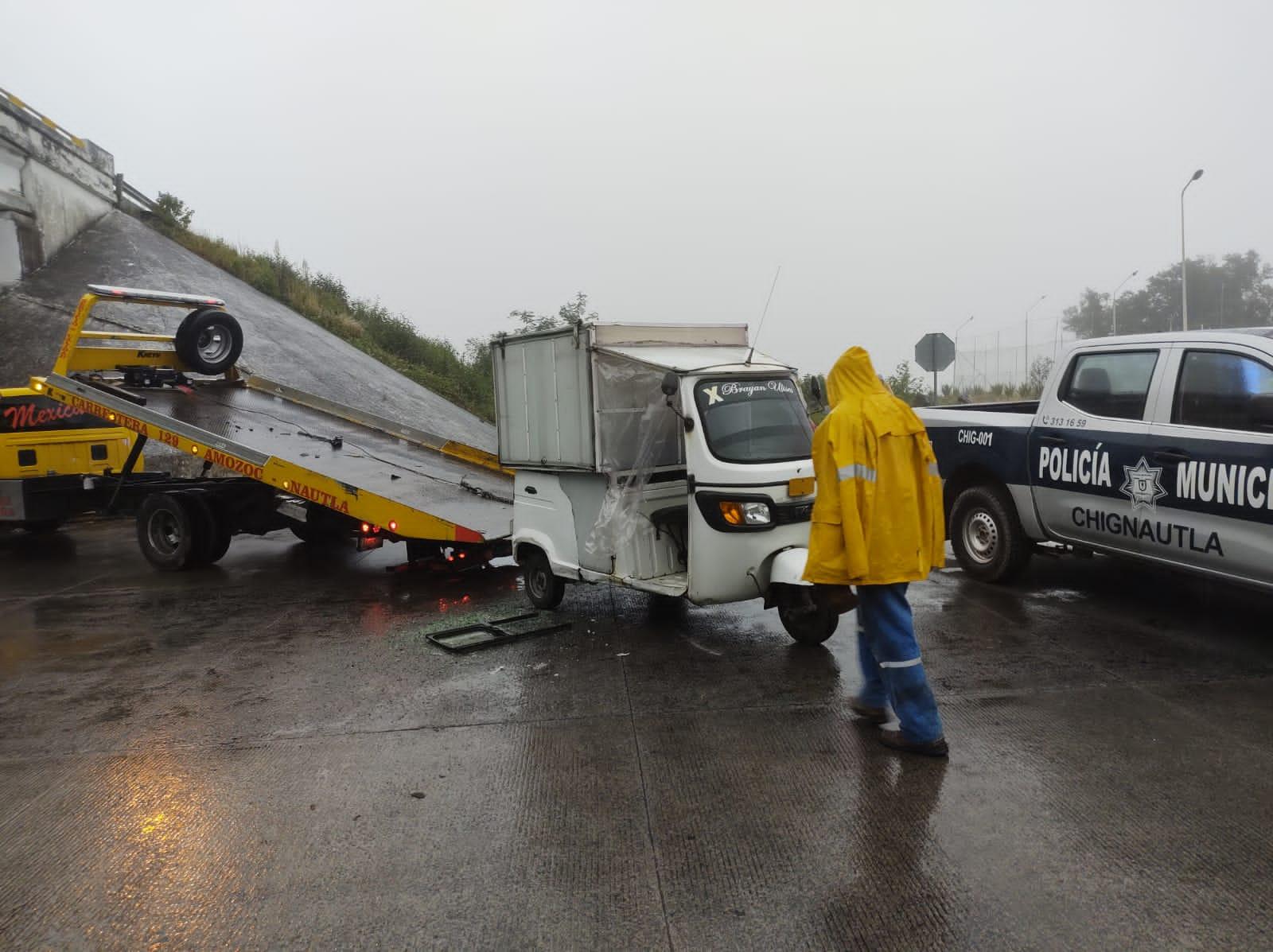 Imprudente conductor provocó accidente en la entrada de Hospital de Teziutlan