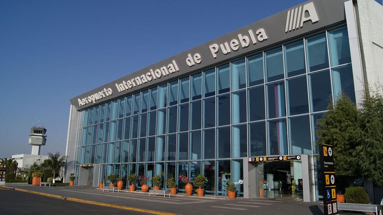"""Aeropuerto Internacional de Puebla recibe """"Certificación de Aeródromo Civil"""" con vigencia de tres años"""