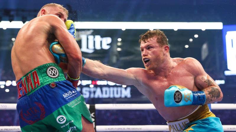 Saunders sufre fractura en pelea con 'Canelo' y acaba en el hospital