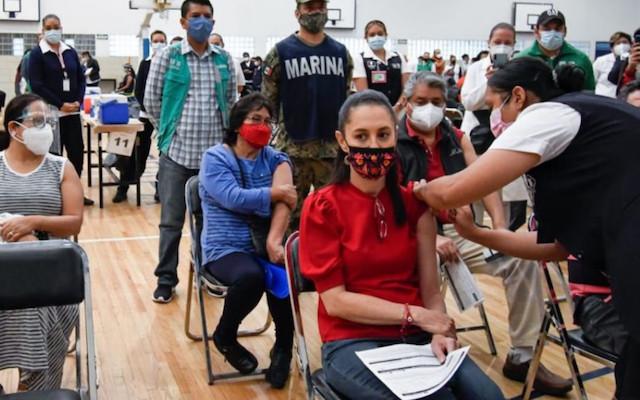 Claudia Sheinbaum recibe la primera dosis de la vacuna anti-Covid | Foto