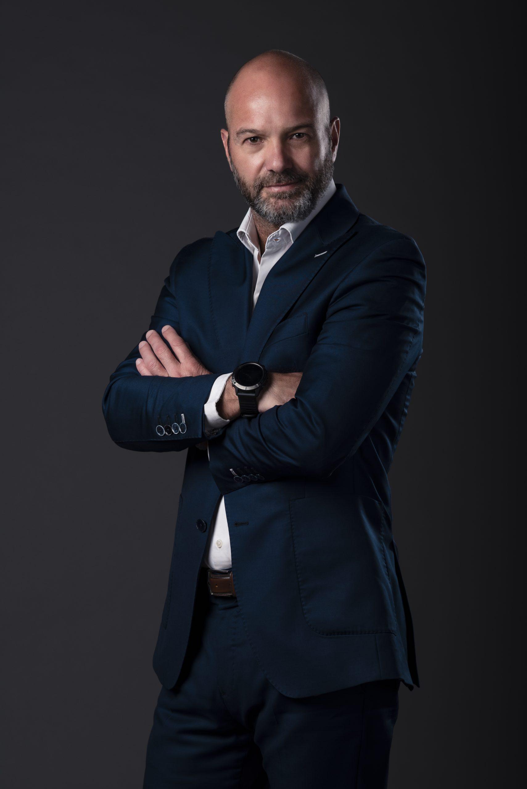 """TV Azteca presenta """"Mis Tres Vidas"""": la historia de Luis García Postigo"""
