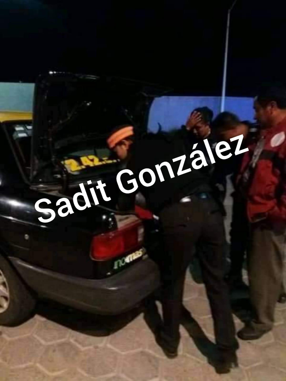 Detienen en Ocoyucan a taxista con animales exóticos a bordo
