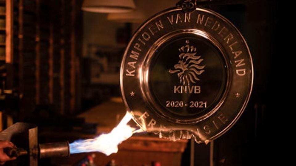 Ajax funde trofeo para aficionados