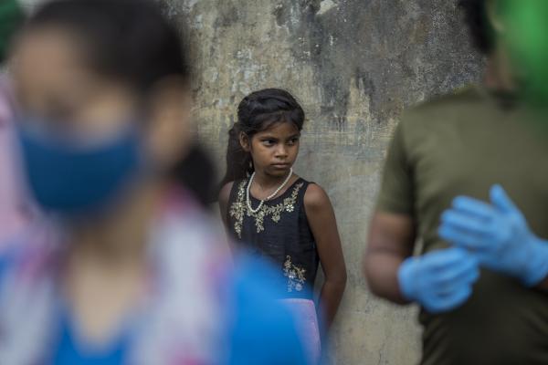 Los niños entre los más afectados de la nueva ola de COVID-19 en la India, que se expande como fuego sin control
