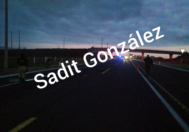 Vehículos despedazan a una persona sobre la autopista Siglo XXI en Atlixco
