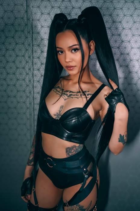 """""""Build a Bitch"""": nuevo sencillo de Bella Poarch y primero que lanza con Warner Records"""