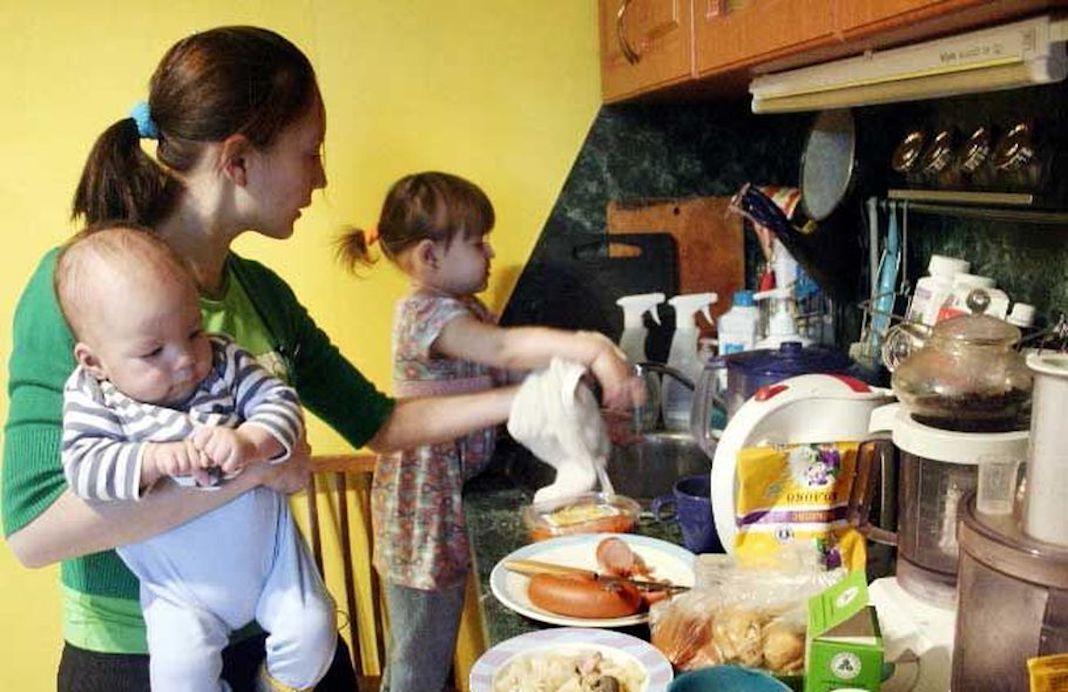 Mujeres jóvenes dedicadas al trabajo doméstico no son NiNis: académica