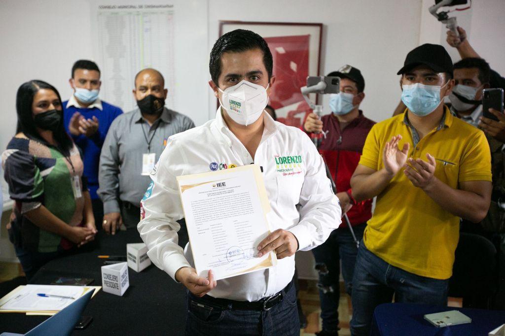 Con más de 16 mil votos, Lorenzo Rivera recibió su constancia como presidente municipal electo de Chignahuapan