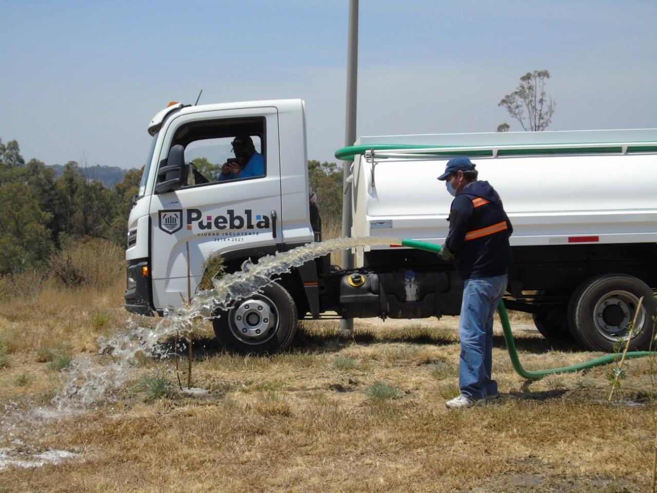 Ayuntamiento de Puebla reutiliza agua tratada para riego en parques y áreas verdes