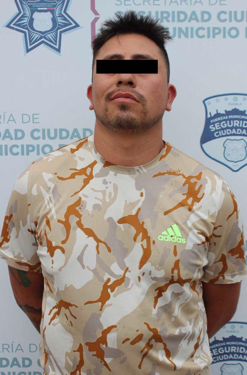 Detuvo SSC de Puebla a hombre presuntamente relacionado en un robo contra una miscelánea ubicada en la colonia Loma Bonita