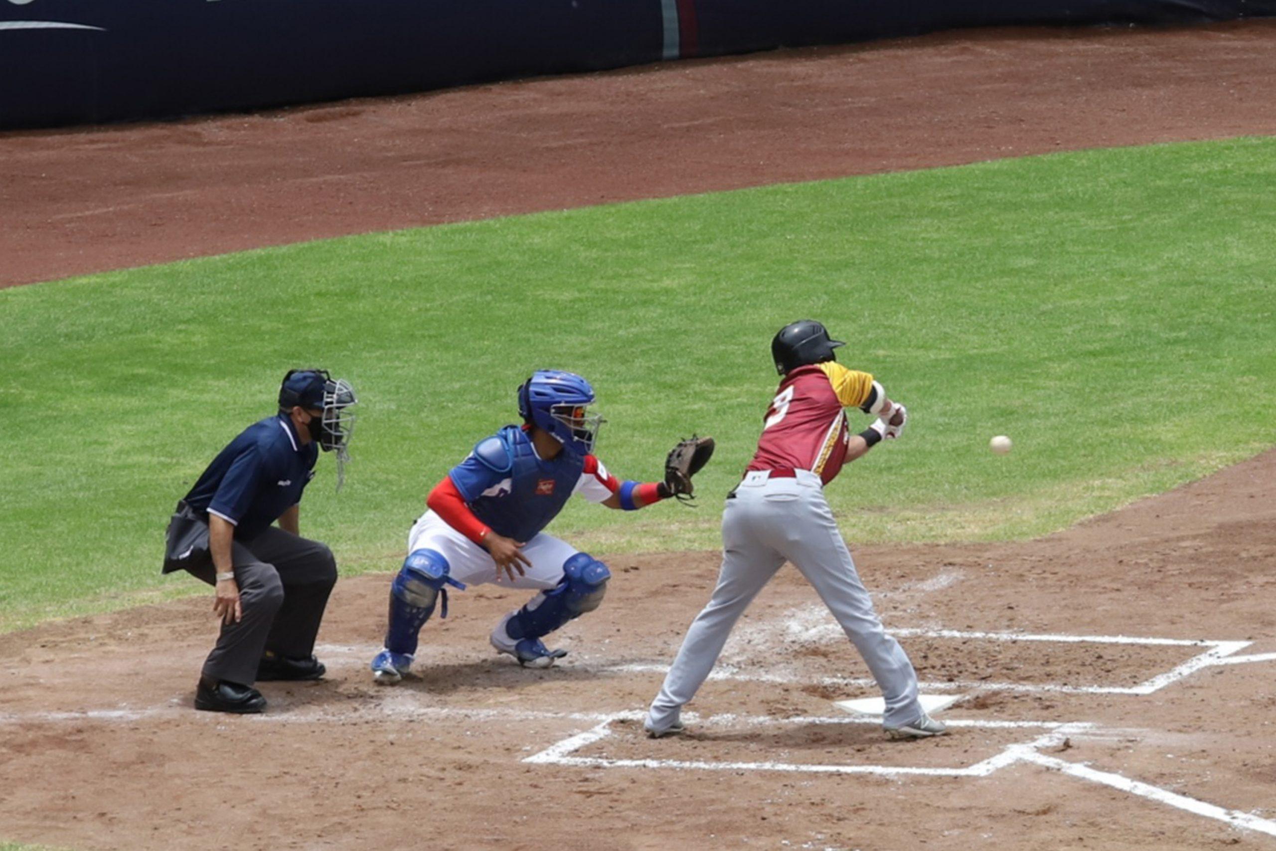 Disfrutan niñas, niños y adolescentes del SEDIF partidos del Preolímpico de Béisbol