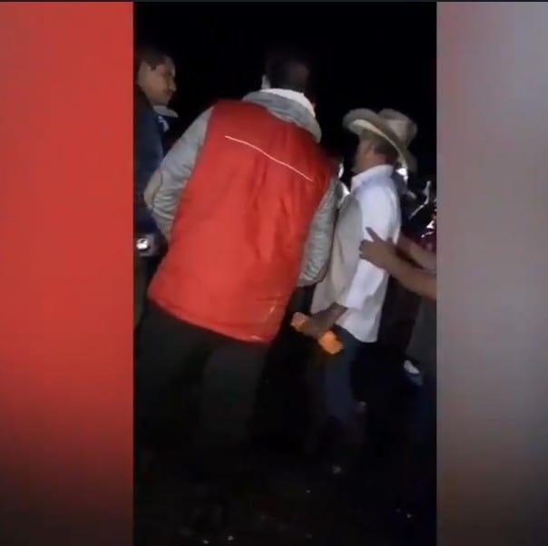 Video desde Puebla: Vecinos de Nanacatlán, en Zapotitlán de Méndez, acusan a simpatizantes de Morena de cerrar las entradas de la junta auxiliar