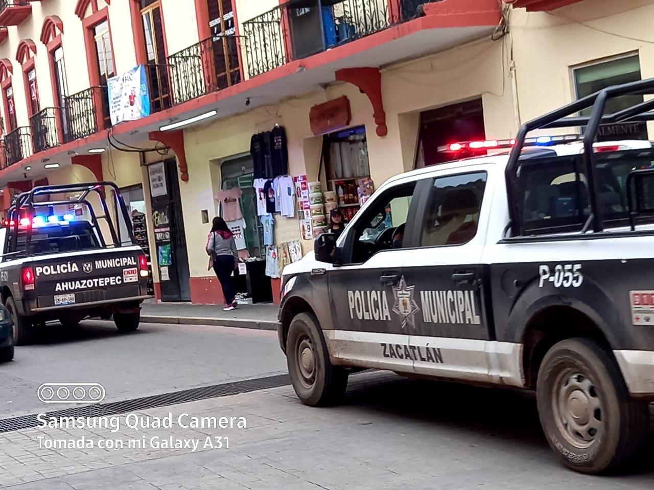 Mientras Ahuazotepec se cae a pedazos por delincuencia e ingobernabilidad, su patrulla se pasea en otros municipios