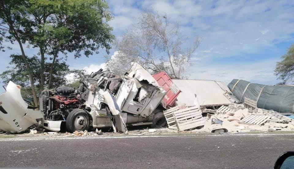 Camión de materiales, involucrado en accidente en Tehuitzingo