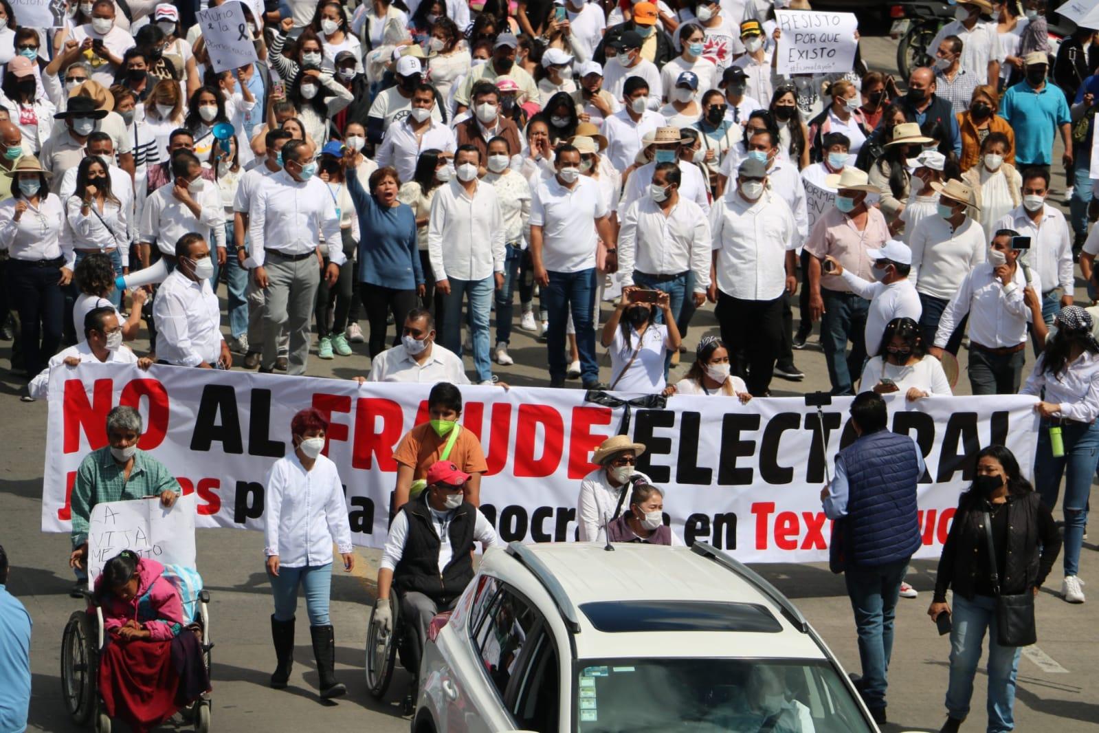 Multitudinaria marcha de repudio a Norma Layón en Texmelucan
