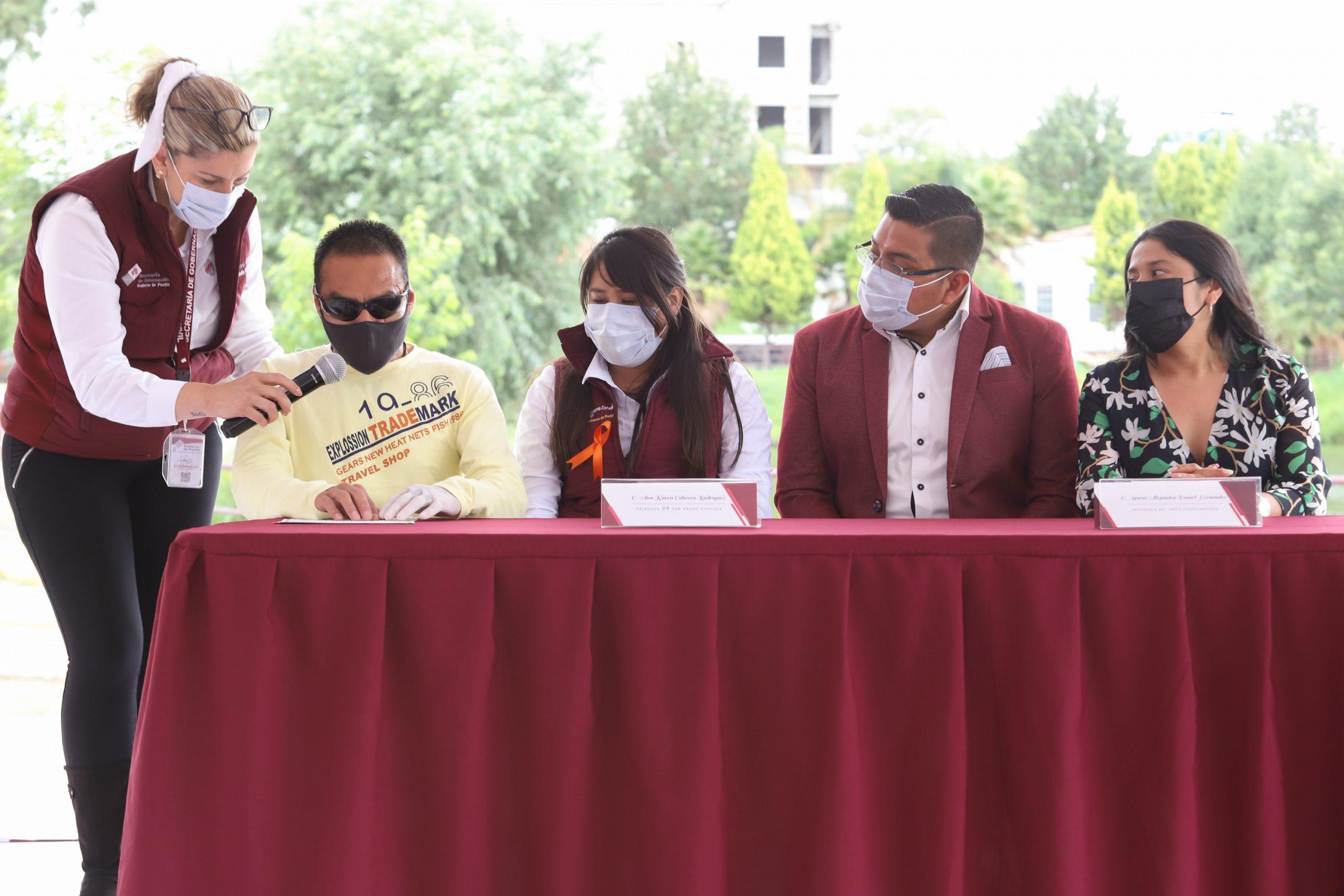 Entregan SEDIF y Registro Civil 14 actas de nacimiento en Braille en Cuautlancingo