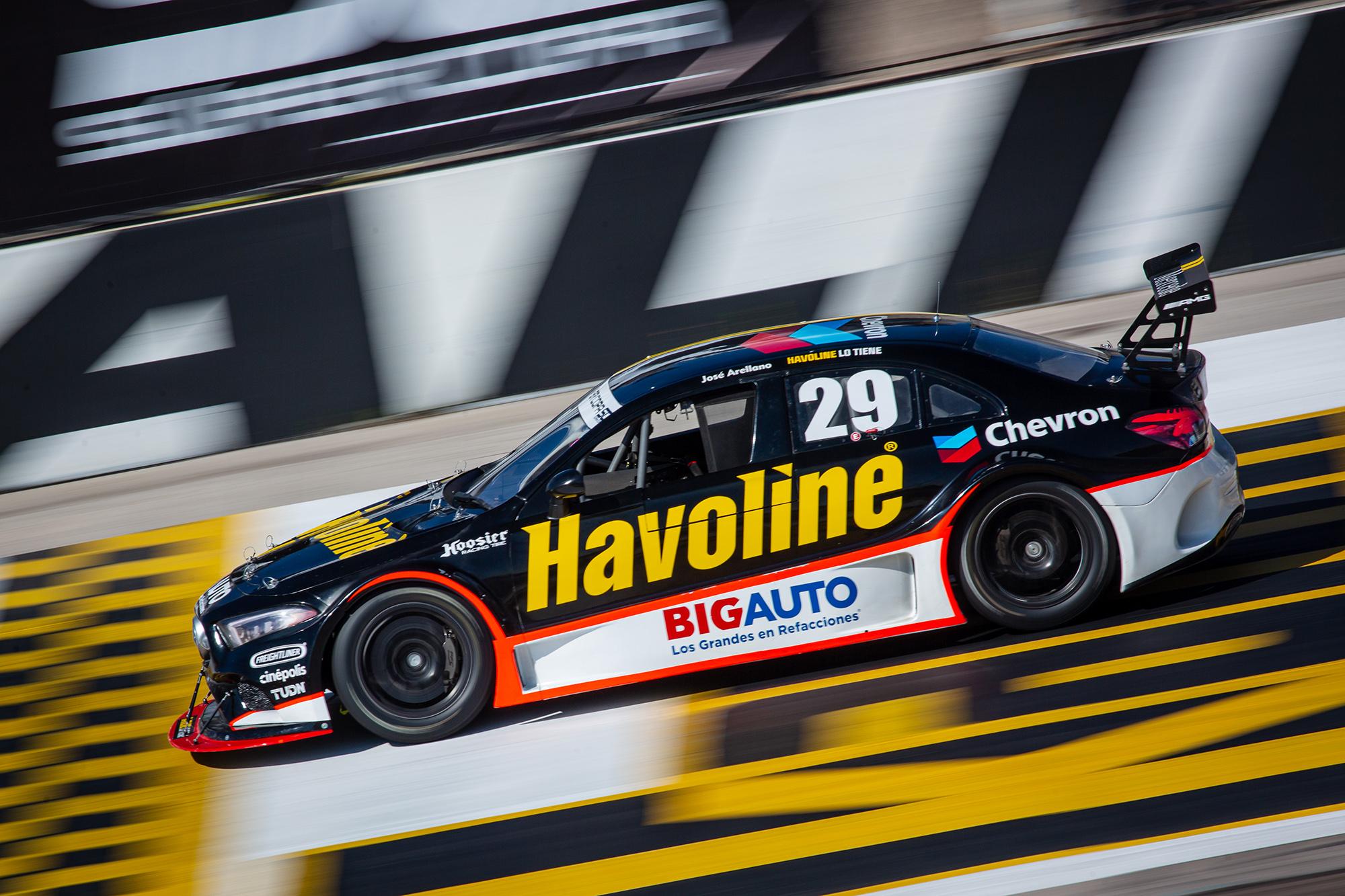 José Arellano y el Chevron Racing Team, por el triunfo a S.L.P. en la Copa Mercedes-Benz