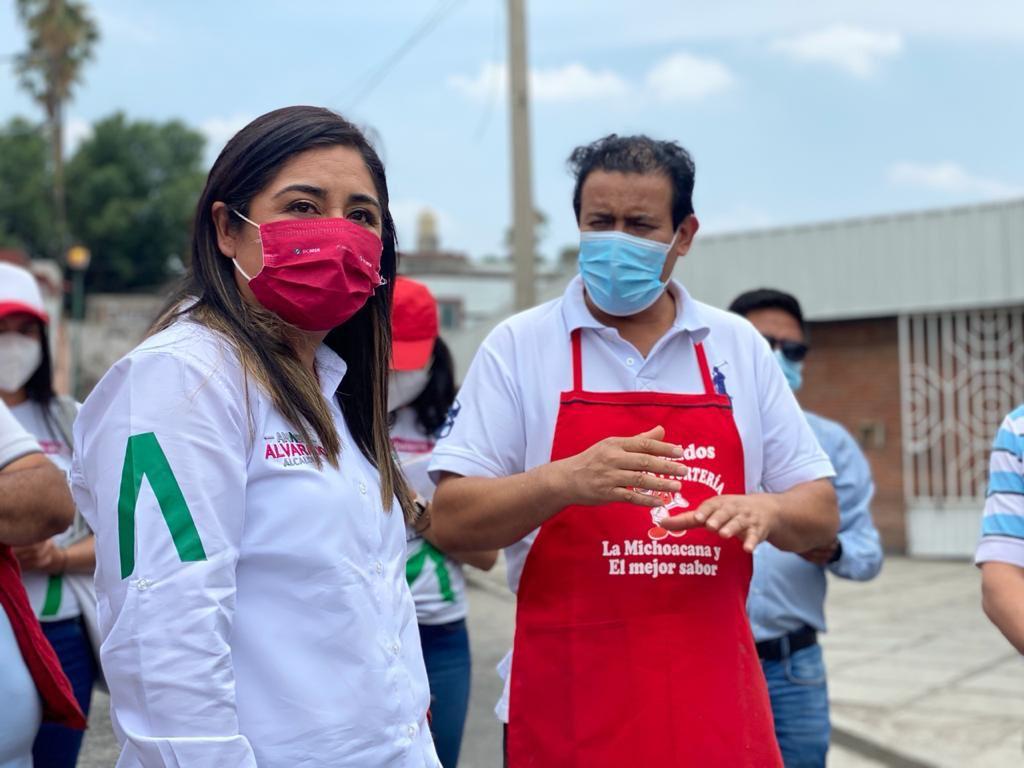 Anabel Alvarado presentó su proyecto con locatarios del mercado Sánchez Piedras