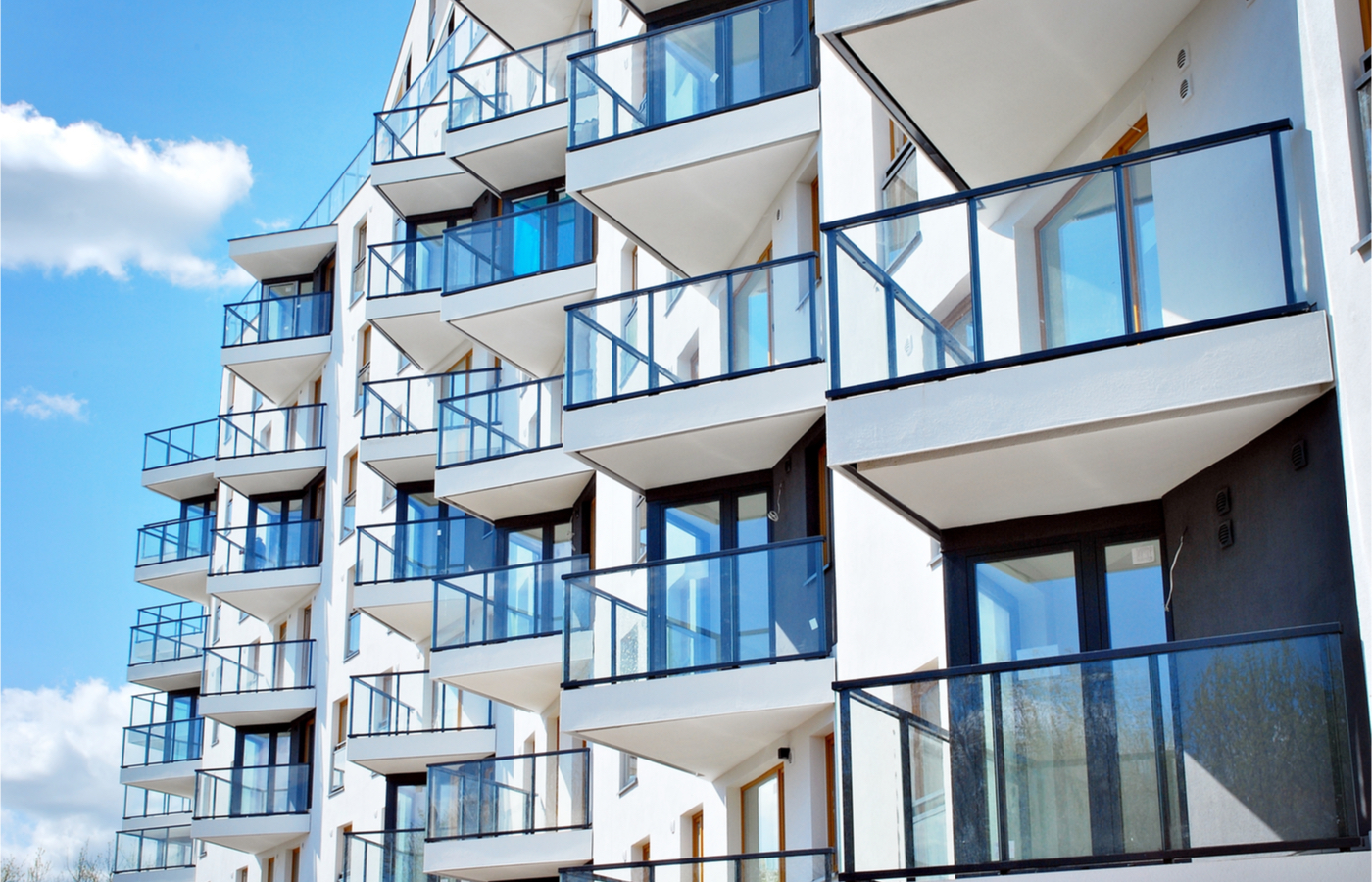Cuánto aumenta un departamento con elevador, balcón y estacionamiento