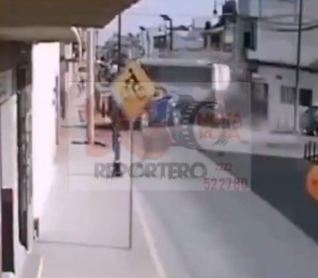 Video desde Puebla: Ebrio conductor provoca aparatoso accidente en Tepeaca