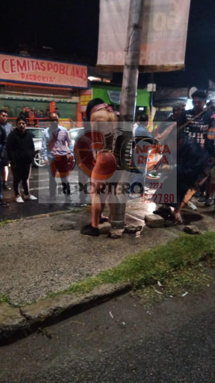 Video desde Puebla: Amarran, golpean y desnudan a presuntos ladrones en Totimehuacán