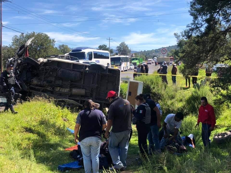 Brutal accidente en Tetla, Tlaxcala, deja 1 muerto y 12 heridos
