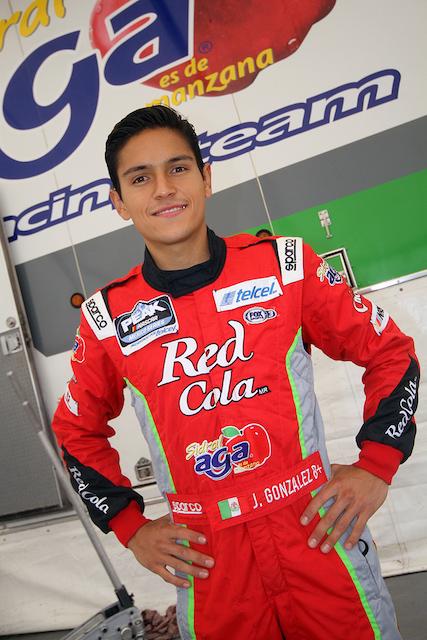 Juan Manuel González muestra constancia en las prácticas de NASCAR México