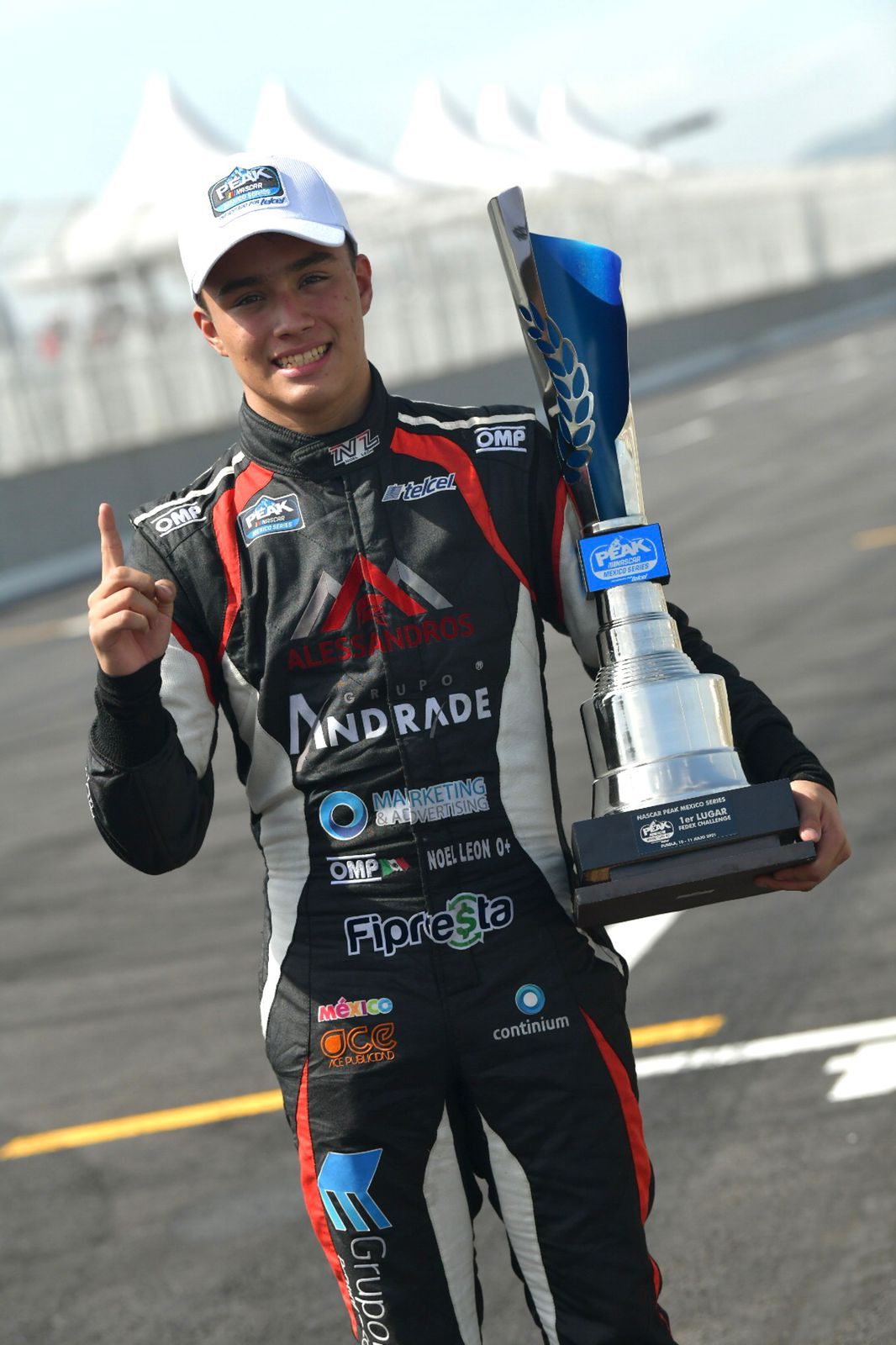 Alessandros Racing y Noel León imparables en la NASCAR Challenge, ganan la tercera al hilo