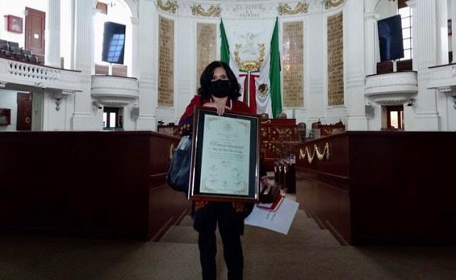 Académica IBERO recibe Medalla al Mérito Docente del Congreso CDMX
