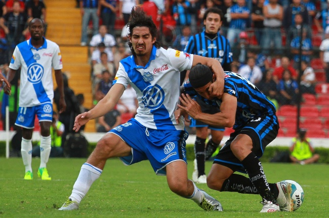 Puebla consigue su primera victoria del torneo y hunde más a Querétaro