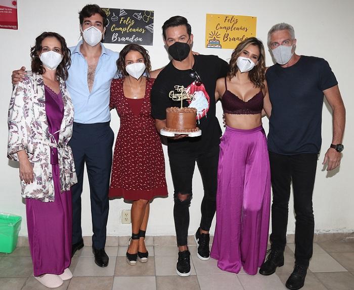 Le celebraron su cumpleaños a Brandon Peniche en la nueva producción de Ignacio Sada