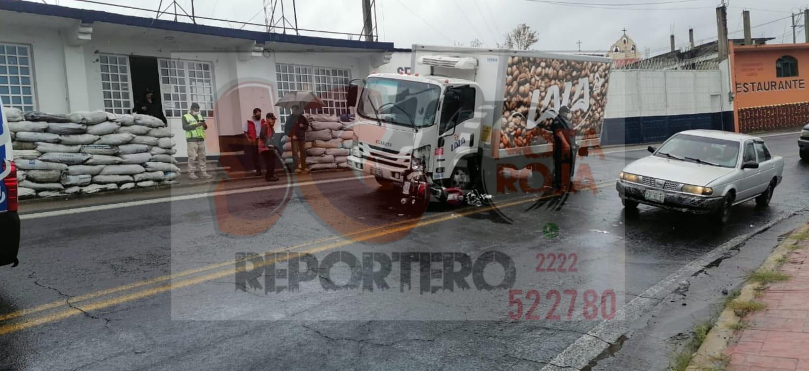 Camión de Lala embiste a motociclista sobre la Teziutlán-Perote