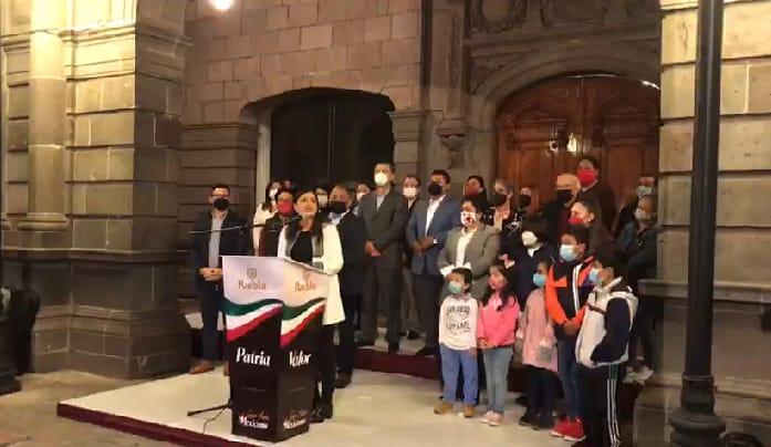 Video desde Puebla: Claudia Rivera enciende luces por fiestas patrias