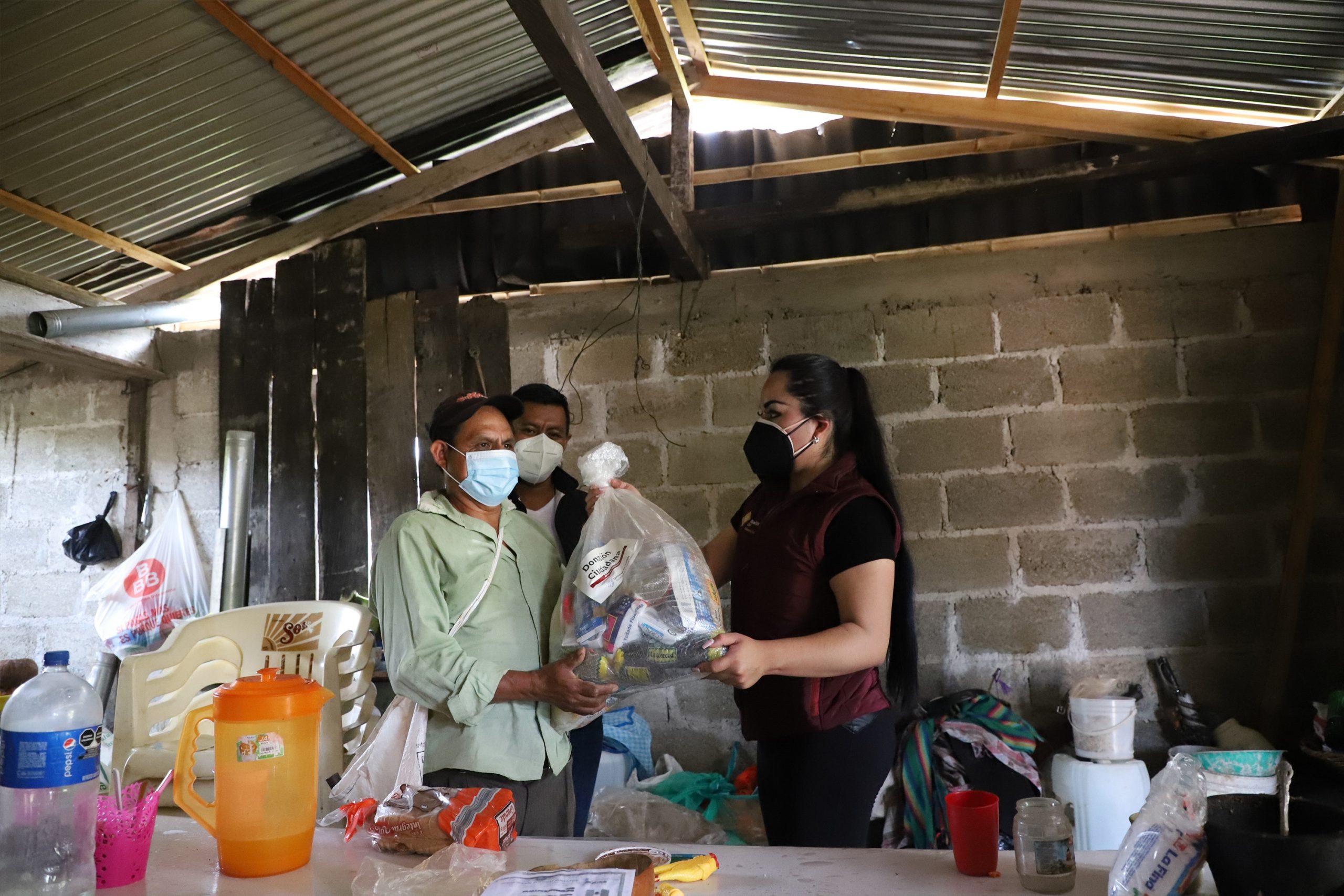 Inicia SEDIF entrega de paquetes alimentarios en Zihuateutla y Xicotepec de Juárez para damnificados por Grace