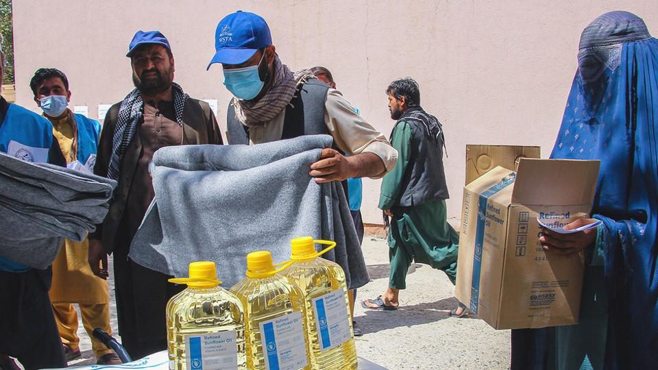 Afganistán tiene en puerta una crisis humanitaria enorme, alerta ACNUR