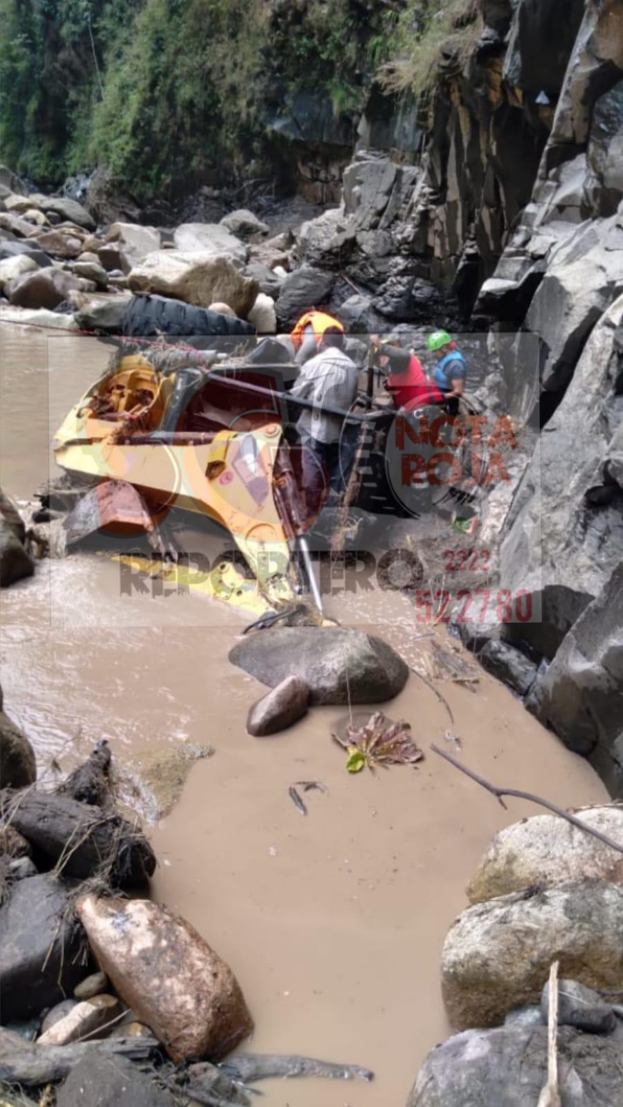Protección Civil Tlatlauquitepec ubica retroexcavadora…pero no a los 3 trabajadores en Mazatepec