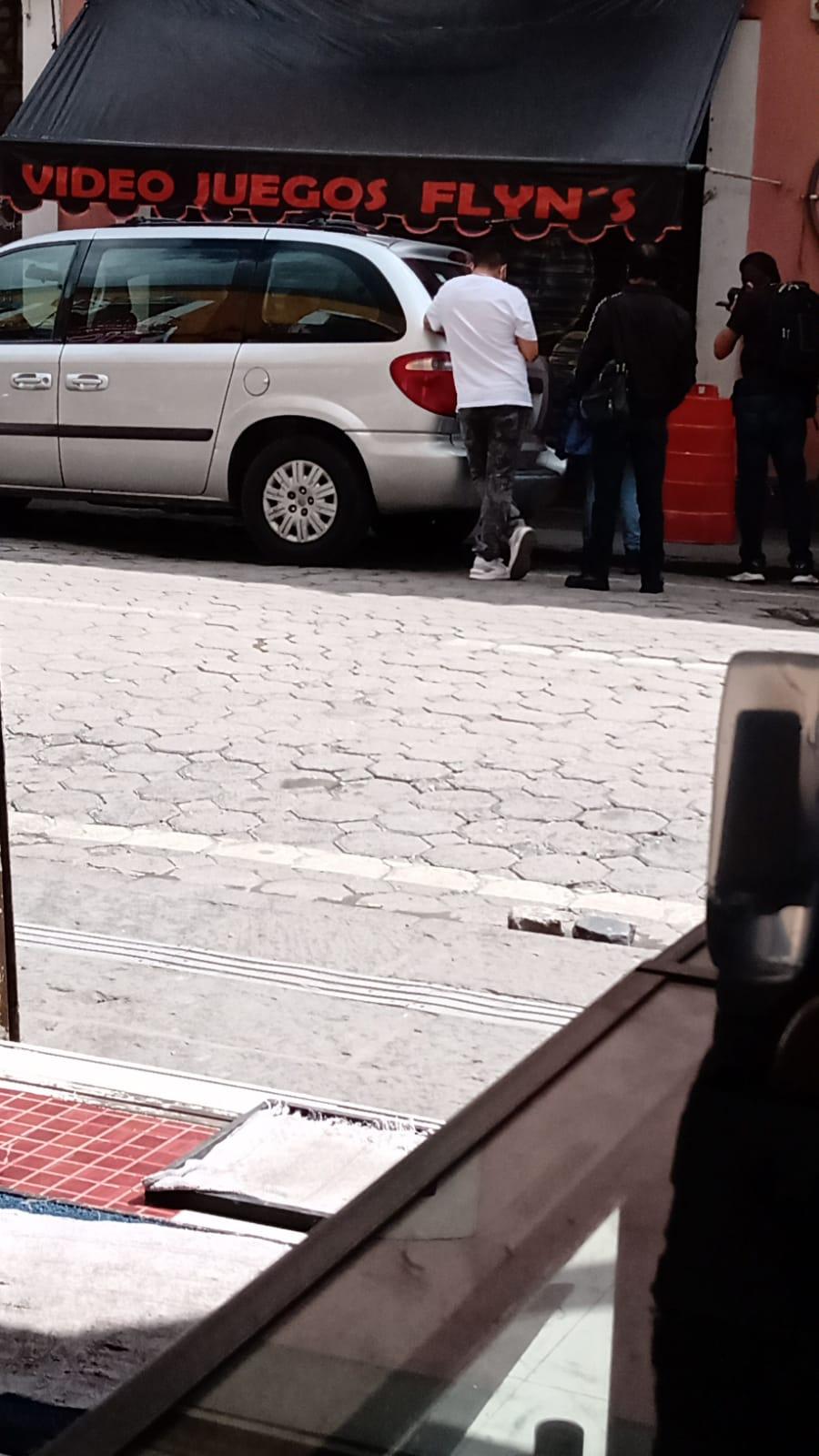 Muere joven cuando jugaba maquinitas en pleno centro histórico de Puebla