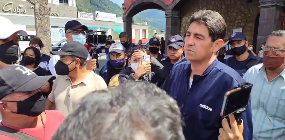 """Video desde Puebla: Presidente de Juan Galindo manda a """"chingar a su madre"""" a la gente"""