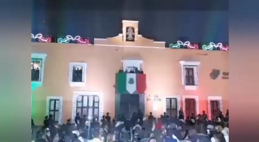 Video desde Puebla: Gobernador Barbosa ponderó al personal de la salud en el grito de independencia