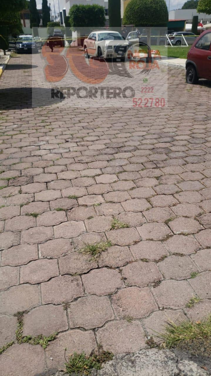 Hombre de la tercera edad se quita la vida dentro de su carro en Puebla