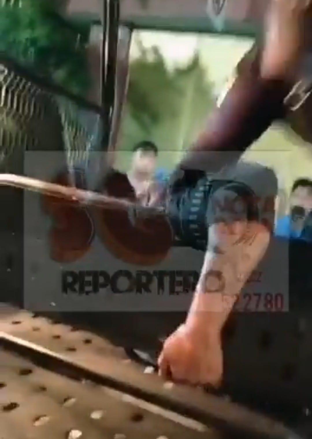 Video desde Puebla: Detienen y golpean a presunto ladrón en Izúcar
